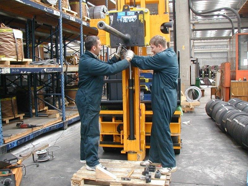 Tehtanje svitkov - montaza tehtnice na vilicar